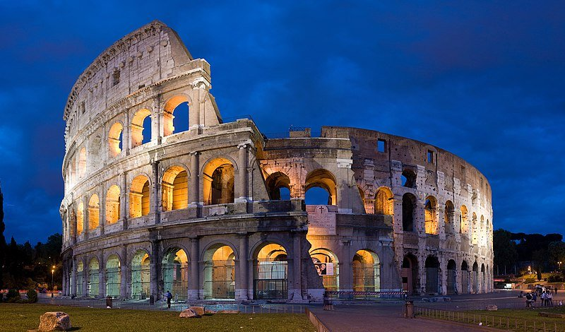 800px-Colosseum_in_Rome,_Italy_-_April_2007.jpg