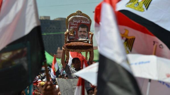 صراع السلطات بين مرسي والعسكري .. تقرير.jpg