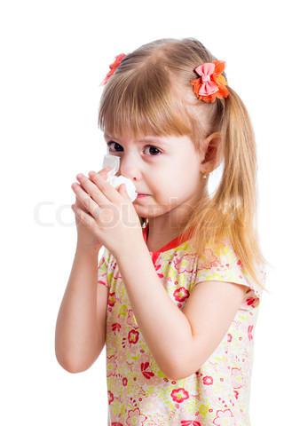 طفلة-تمسح-دموعها-بمنديل.jpg